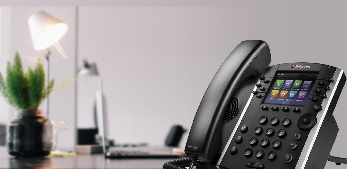 Afbeelding van een kantoor, met een grote afbeelding van een VOIP telefoon